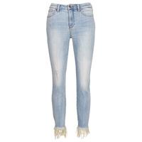 Vêtements Femme Jeans 3/4 & 7/8 Armani Exchange HELBAIRI Bleu Clair