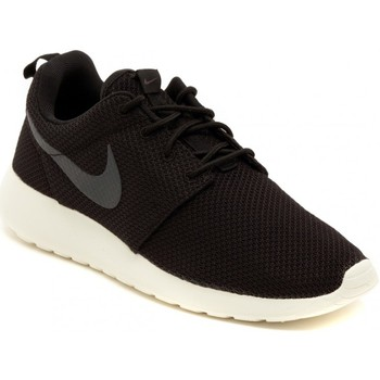 Chaussures Homme Baskets basses Nike ROSHERUN    108,1