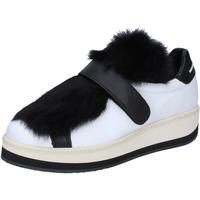 Chaussures Femme Baskets basses Manuel Barcelo sneakers cuir blanc