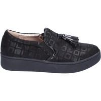 Chaussures Femme Slip ons Uma Parker slip on daim synthétique noir