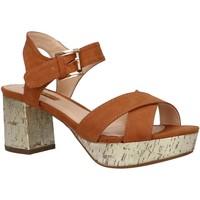 Chaussures Femme Sandales et Nu-pieds Chika 10 NEW CLOE 06 Marr?n
