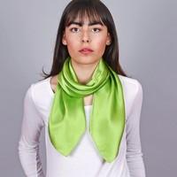 Accessoires textile Femme Echarpes / Etoles / Foulards Allée Du Foulard Carré de soie Premium Uni Pomme