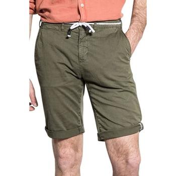 Vêtements Homme Shorts / Bermudas Deeluxe Short KARMA Olive