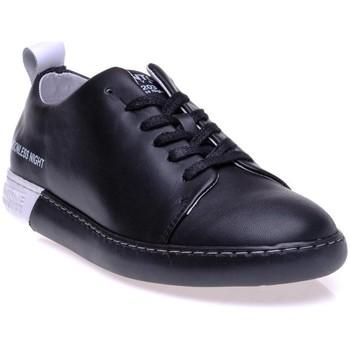 Chaussures Homme Baskets basses Pantone 8018002 Noir