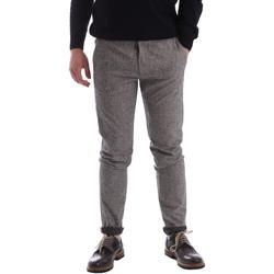 Vêtements Homme Chinos / Carrots Gaudi 62FU20005 Gris