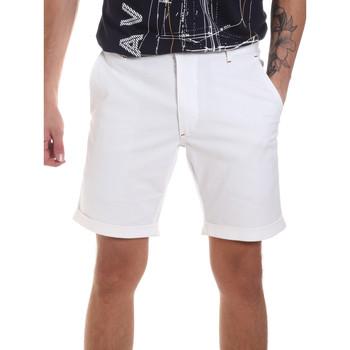 Vêtements Homme Shorts / Bermudas Gaudi 811FU25023 Blanc