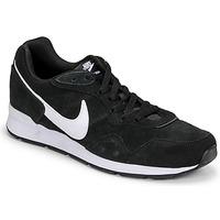 Chaussures Homme Baskets basses Nike VENTURE RUNNER SUEDE Noir / Blanc