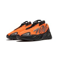 Chaussures Baskets basses adidas Originals Yeezy Boost 700 MNVN Orange Orange/Orange/Orange