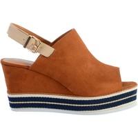 Chaussures Femme Sandales et Nu-pieds The Divine Factory Sandale Compensée QL3930 Camel
