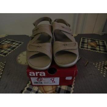 Chaussures Femme Sandales et Nu-pieds Ara Sandales nu-pieds Beige