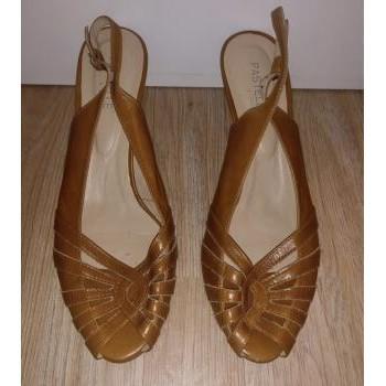 Chaussures Femme Sandales et Nu-pieds Pastelle Sandales à talons Pastelle Marron