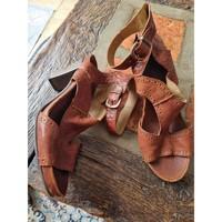 Chaussures Femme Sandales et Nu-pieds Dkode Chaussures à talons DKode cuir. Marron