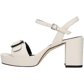 Chaussures Femme Sandales et Nu-pieds Tres Jolie 2084/NORA BLANC