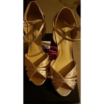 Chaussures Femme Escarpins Buffalo Escarpins Doré