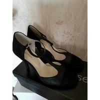 Chaussures Femme Escarpins Georgia Rose Escarpins noirs irisé en nubuck Noir