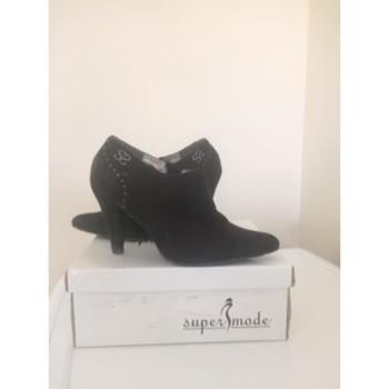 Chaussures Femme Low boots Super Mode Bottines noires Noir