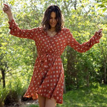 Vêtements Femme Robes courtes Soi Paris x Spartoo PAPILLES Marron