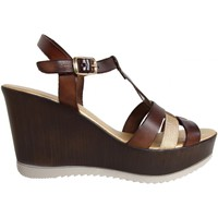 Chaussures Femme Sandales et Nu-pieds Cumbia 30132 Marr?n