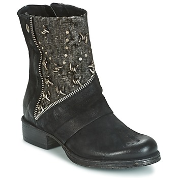Dream in Green Marque Boots  Houla