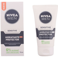 Beauté Homme Hydratants & nourrissants Nivea Men Sensitive Protector Hidratante 0% Alcohol Spf15  75 ml