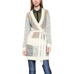 Vêtements Femme Gilets / Cardigans Desigual Gilet Aaron Ecru 17wwjf55 6887