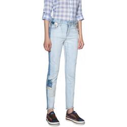 Vêtements Femme Jeans Desigual Jean Denim Loréne Denim Light Wash Bleu 18SWDD09 19