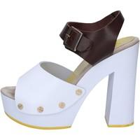 Chaussures Femme Sandales et Nu-pieds Suky Brand sandales marron cuir blanc AC486 marron