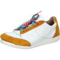 Chaussures Femme Baskets mode Moma sneakers blanc cuir jaune daim AB619 multicolor