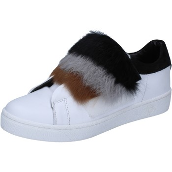 Chaussures Femme Baskets mode Islo sneakers blanc cuir fourrure BZ211 blanc