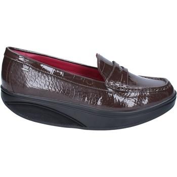 fb9053af236 Chaussures Femme Mocassins Mbt mocassins marron cuir verni dynamic BZ916  marron